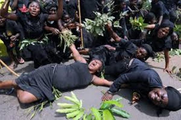 CHARLES ONANA: «JE TROUVE INHUMAIN LES COMPORTEMENTS LORS DES DEUILS AU CAMEROUN»