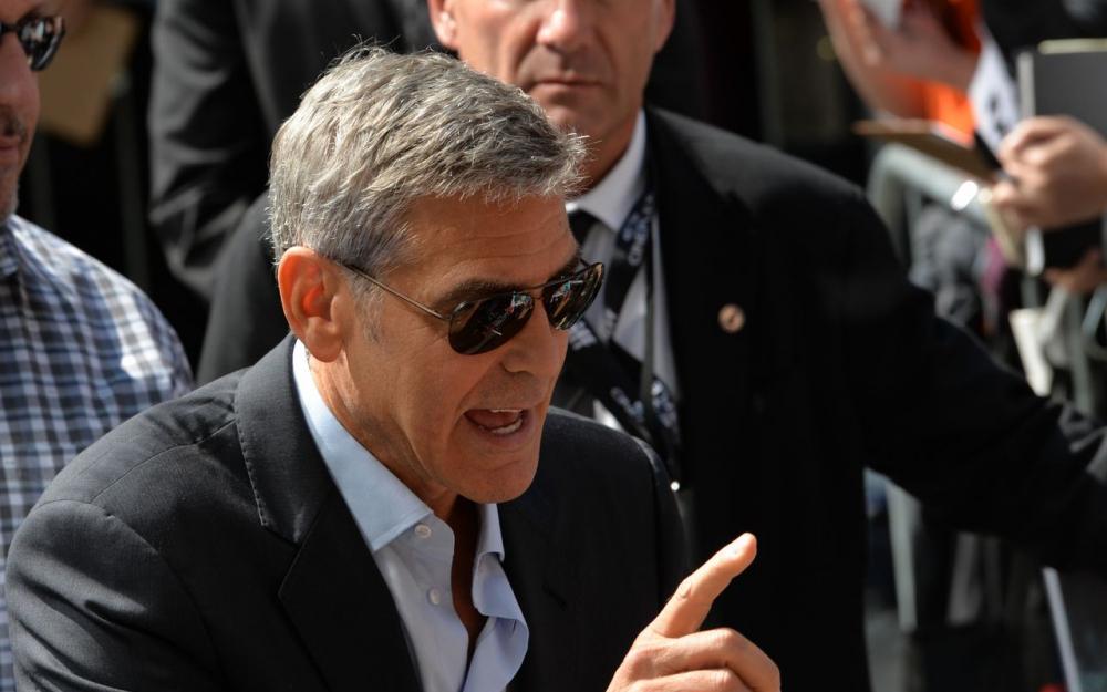 George Clooney appelle au boycott d'hôtels à Paris détenus par le sultan de Brunei