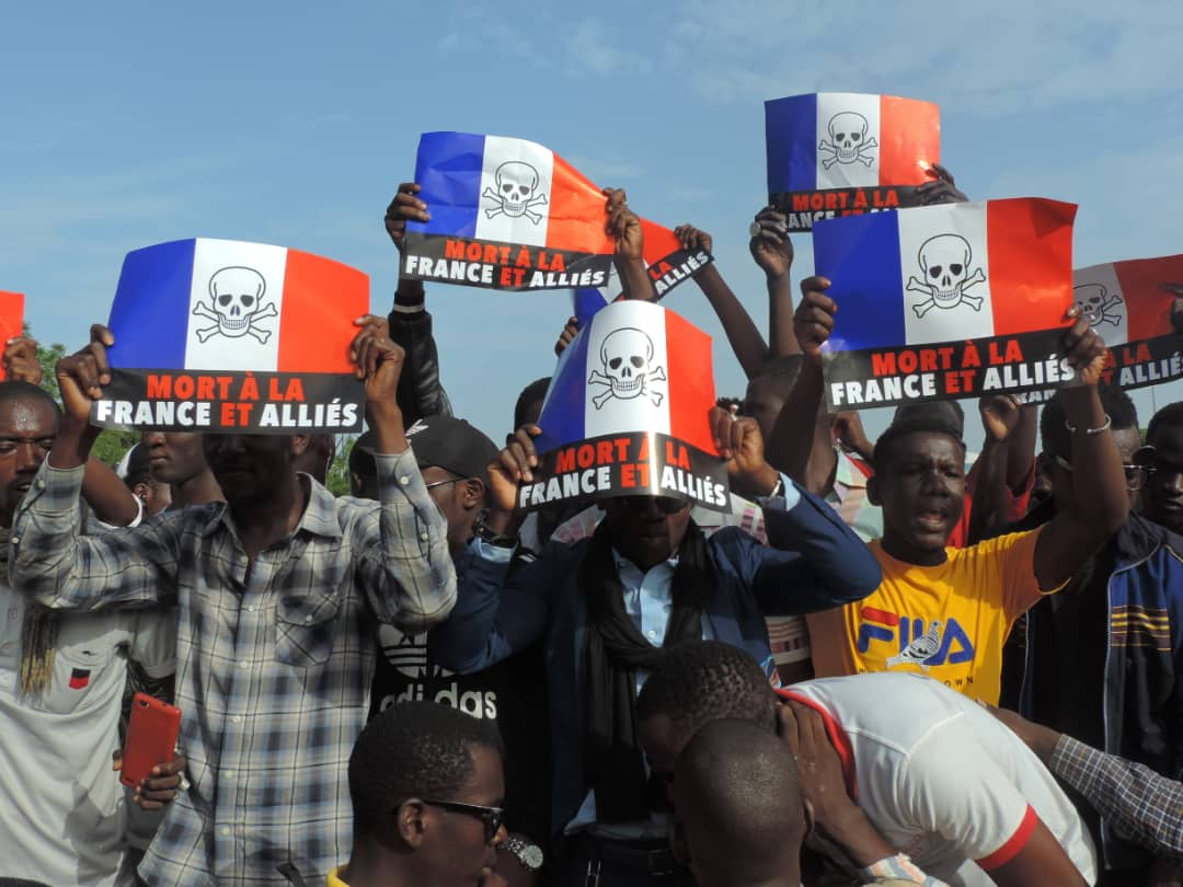 L'avertissement de la jeunesse malienne à la France : « A chaque attaque contre nos militaires, nous brûlerons deux stations Total »