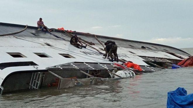 Près de 100 disparus dans un naufrage au Cameroun