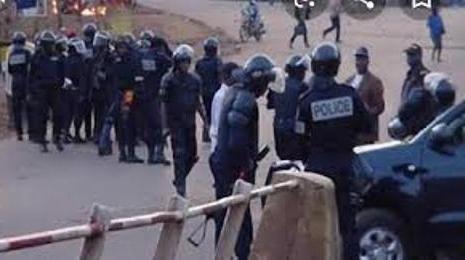CAMEROUN: LA POLICE RÉPRIME DUREMENT LES ENSEIGNANTS à YAOUNDÉ